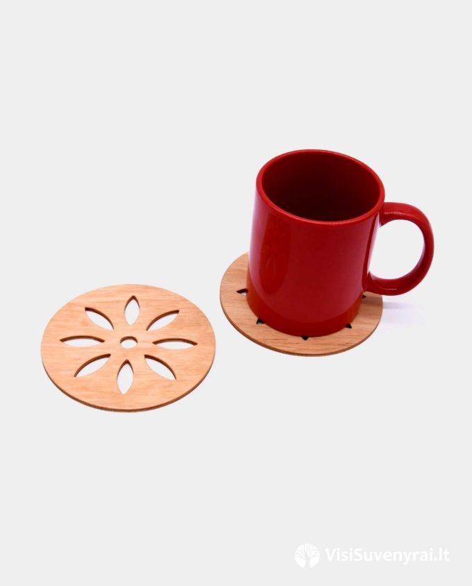lietuviški suvenyrai su tautine atributika mediniai padėkliukai puodeliams tautinis suvenyras dovana