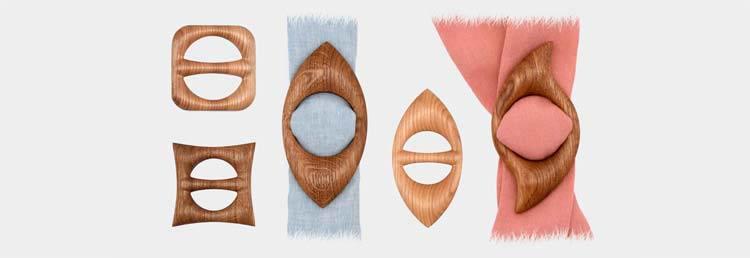 Medinės sagtelės skarelėms – visi suvenyrai